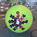 Boule peinte et décorée
