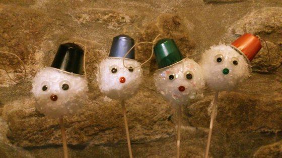 Bonhommes de neige à suspendre